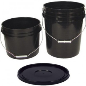 Black Bucket w/ Wire Handle